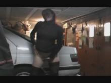 Petite baise amateur dans un garage